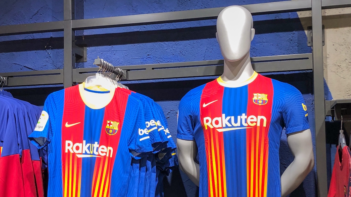 How does Barça new jersey for El Clásico look like? [VIDEO]
