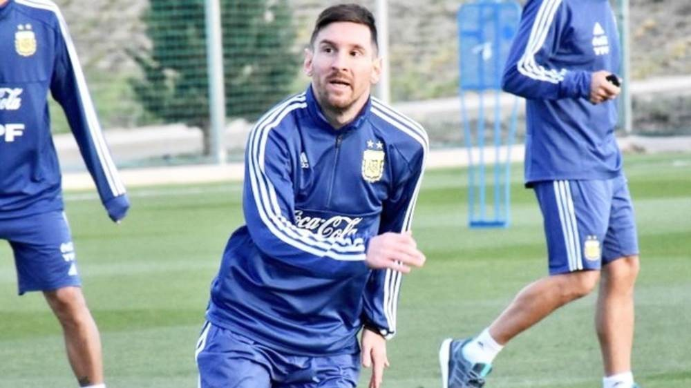 Messi couldn't finish training with Argentina because of the 'pain in pubis'