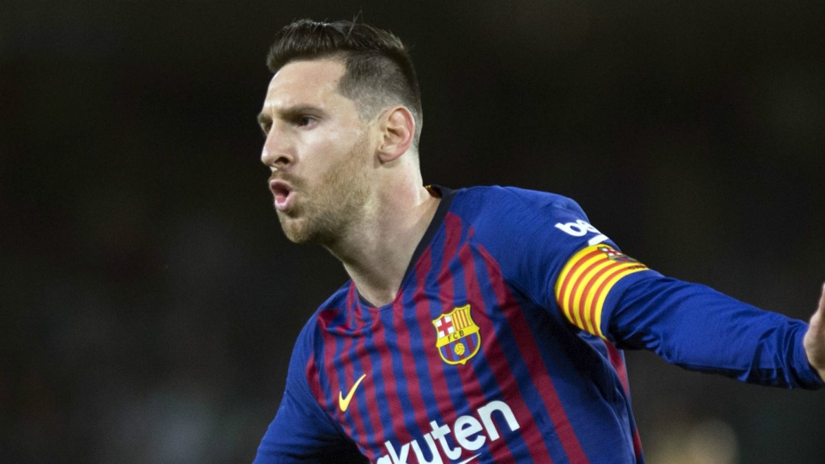 Messi needs just one more hat-trick to equal Ronaldo's La Liga record of 34