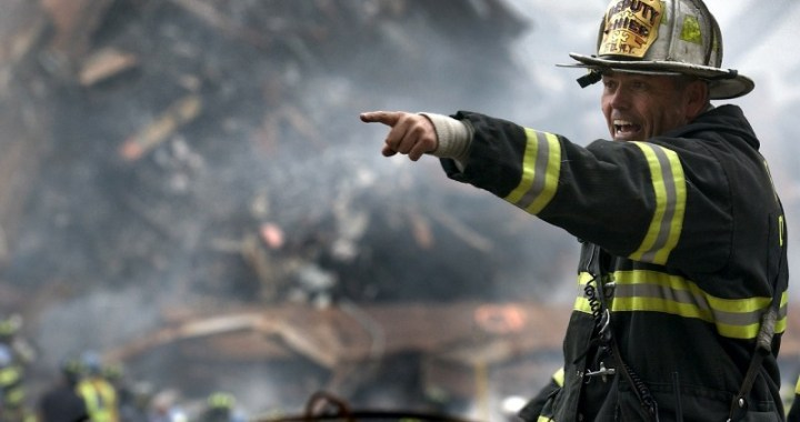 Hasiči překvapili novými přilbami, ale na uhašení požáru to bylo málo