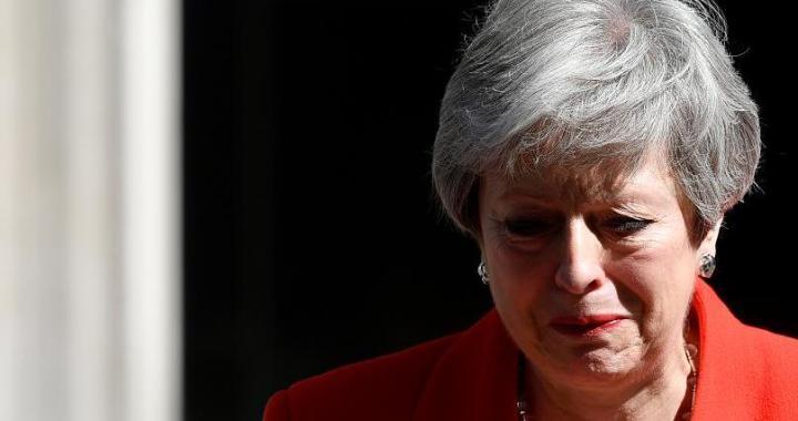 """Slzy Theresy Mayové: """"Druhá žena ve funkci premiérky, ale určitě ne poslední."""" Určitě? Nikdo se neodvažuje zpochybnit, že za selháním nestojí fakt, že je žena."""