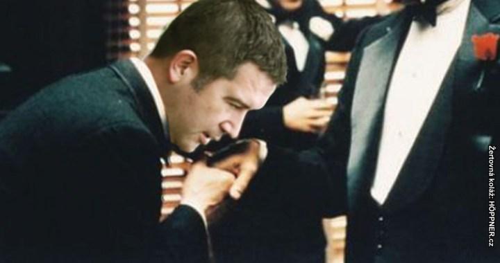 Předčasné volby: Proč k nim nedojde. Prezident Zeman chce zpátky svou ČSSD a proč se mu to podaří. Honzo, polib prsten.
