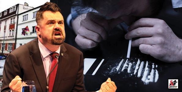 """Kokain? Policie zabavila bílý prášek v kanceláři starosty Řeporyjí Novotného (ODS). """"Pár boulí, papíra a vystřelit…"""" Šest dávek LSD najednou! Proč mu neudělali krevní testy?"""