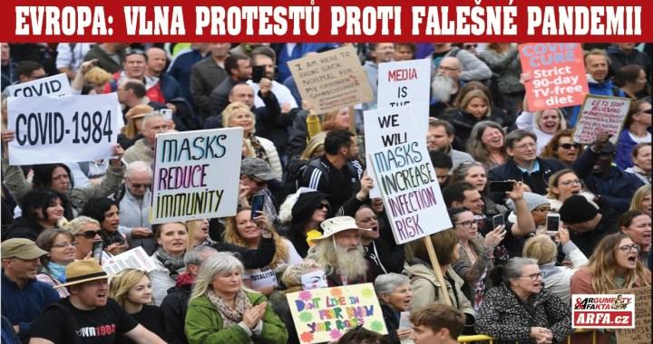 """Evropa volá: """"Dost bylo covid – podvodu!"""" Vlna protestů proti falešné pandemii se valí kontinentem: Berlín, Londýn, Varšava, Řím, Neapol… VIDEO. Střety s policií, obrněné vozy, vodní děla, obušky, psi, slzný plyn…"""