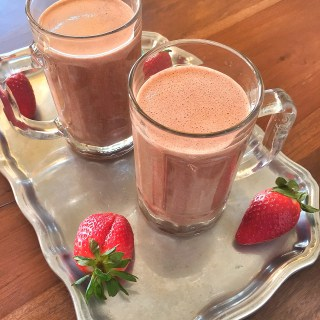 Chocolate Strawberry & Raw Cashew Protein Smoothie Recovery Drink #LowCarb
