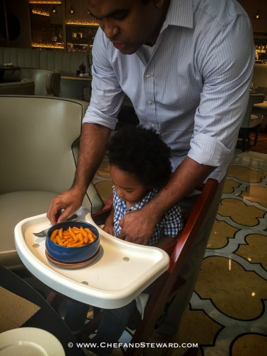 How to get your baby or toddelr to behave in a restaurant -25