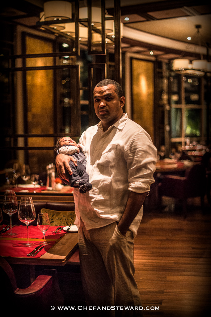 How to get your baby or toddelr to behave in a restaurant -5