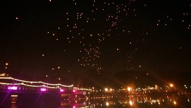 chiang mai floating lanterns in the sky