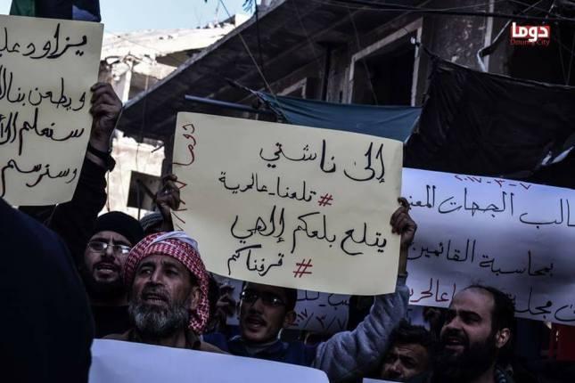 مظاهرة في دوما احتجاجاً على مجلة طلعنا عالحرية (4)