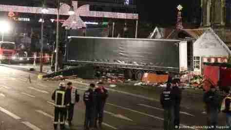 Aftermath of truck massacre in Berlin (DW)