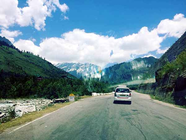 The road to Rohtang, Manali