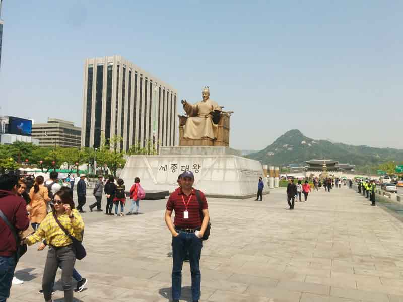 Gwanghwamun square staue of admiral yi sunsin and king sejong