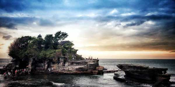 featured image bali luhur uluwatu temple laid back traveller laidbacktraveller.com