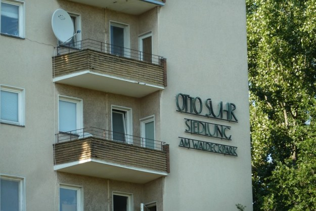 Eine Siedlung trägt den Namen eines Berliner Regierenden. - Alexandrinenstraße Ecke Oranienstraße