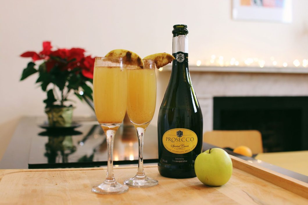 Spiced-Apple-Mimosa-Christmas-Cocktail