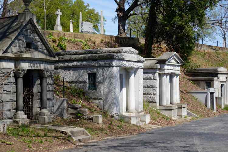 great things to do in Richmond Virginia: Hollywood Cemetery