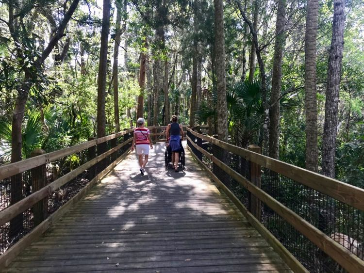 Homosassa Springs Wildlife Refuge boardwalk