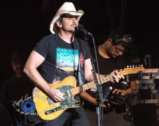 Brad Paisley performing at Hollywood Casino Amphitheatre in Saint Louis. Photo by Sean Derrick/Thyrd Eye Photography.