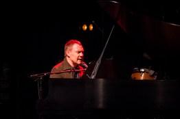 David Gray performs at the Peabody Opera House. Photo by Ryan Ledesma.