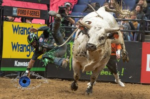 Wallace Viera De Oliveira competing in the PBR Saint Louis Invitational. Photo by Sean Derrick/Thyrd Eye Photography.