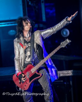 Motley Crue performing at Hollywood Casino Amphitheatre in 2014. Photo by Sean Derrick/Thyrd Eye Photography.