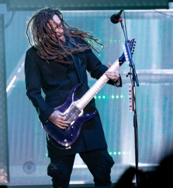 Brian Welch of Korn performing at Hollywood Casino Amphitheatre Sunday. Photo by Sean Derrick/Thyrd Eye Photography.