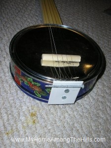 My homemade cookie tin banjo!