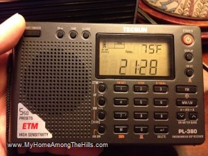 Tecsun PL-380 shortwave radio