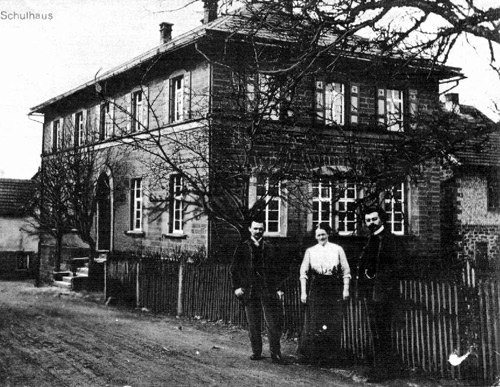 10 05 13 NZ Schulhaus Schlossau 1901