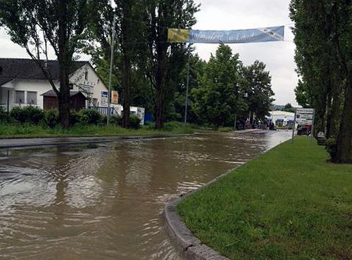 Ueberschwemmte Strasse Lauda