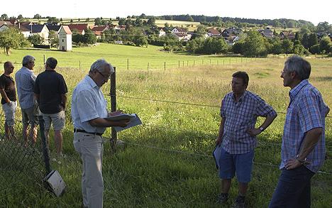 wpid-468Ortschaftsrat-tagte-auf-zwei-Beinen-2011-07-1-07-33.jpg