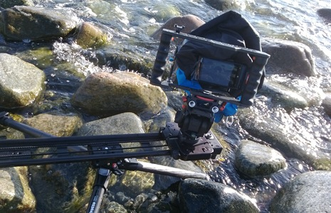 Nokia-Lumia-920-over-river-on-sliding-rig