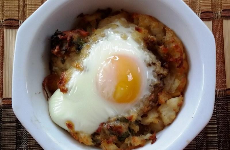 Eggs in crispy potato basket. (Topli na Eeda)
