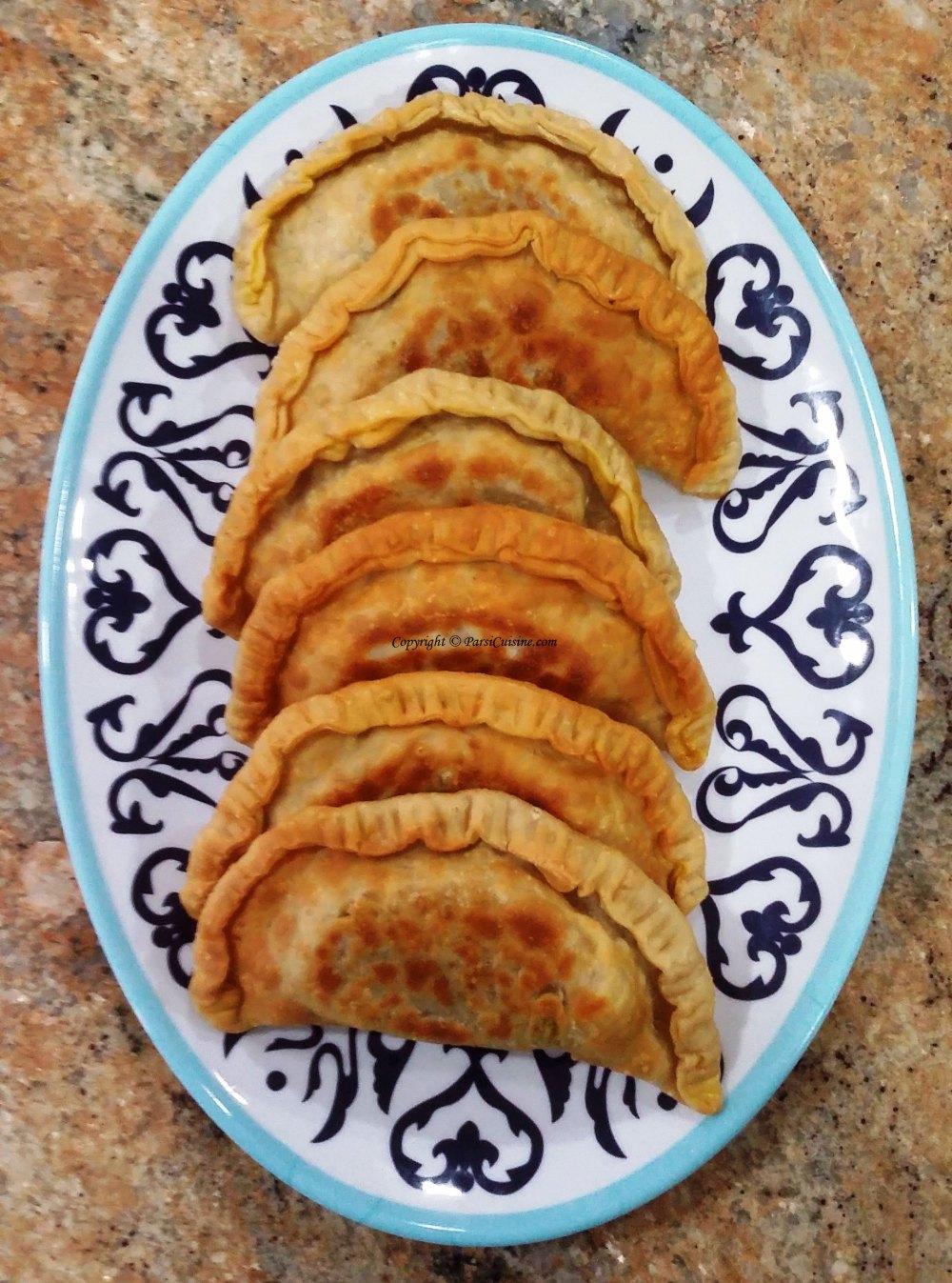 Drain on paper towels and serve Empanada hot.