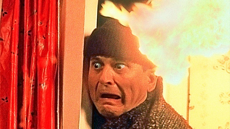 Joe Pesci on fire in HOME ALONE