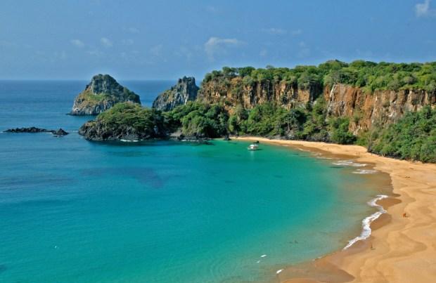 Baia-do-Sancho-Beautiful-Beach-on-Brasil