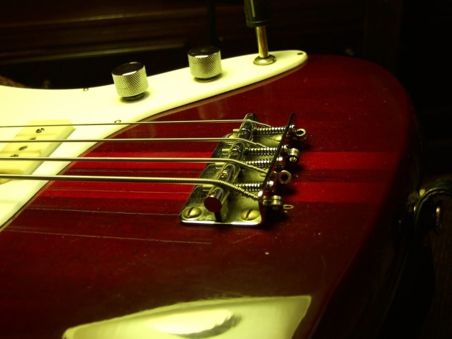 how to play songs on bass guitar