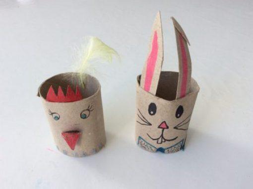 Poule et lapin de Pâques en rouleau de papier toilette