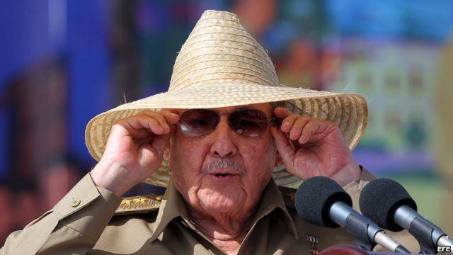 Raul Castro's Black Glasses / Juan Juan Almeida | The Voice of El