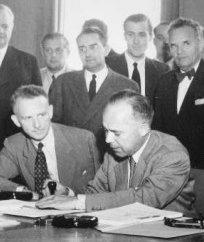 I Plenipotenziari firmano la Convenzione di Ginevra