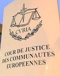 Per la Corte di Giustizia i permessi di soggiorno costano troppo: ecco la sentenza
