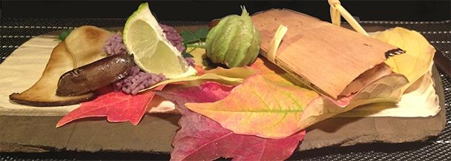 Poisson cuit entre deux feuilles de cèdre