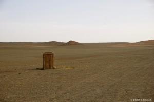 Mongolie, toilettes dans le désert