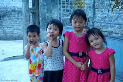 Vietnam, Tam Coc, enfants