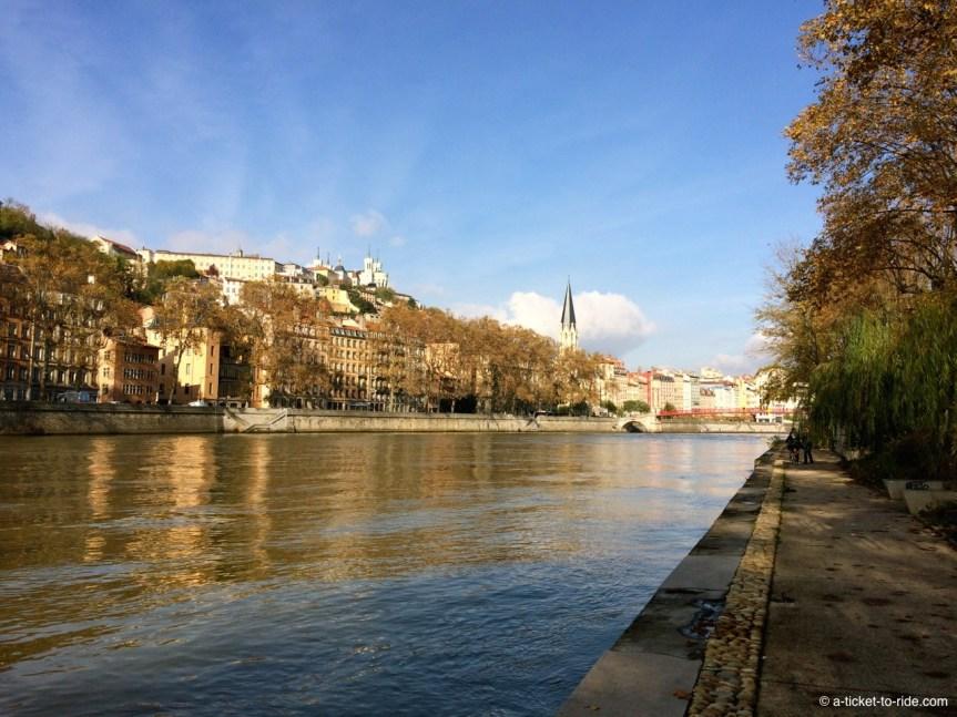 Lyon, sur les berges, Fourvière au loin