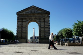 Bordeaux, place de la Victoire et porte d'Aquitaine