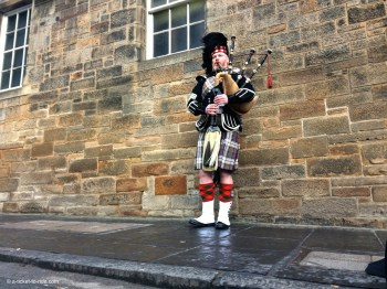 Ecosse, Édimbourg, joueur de cornemuse
