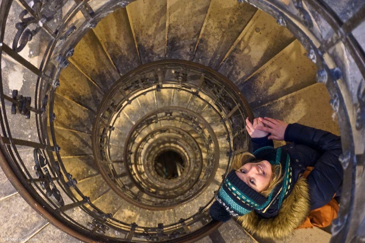 budapest-escalier-basilique-saint-etienne