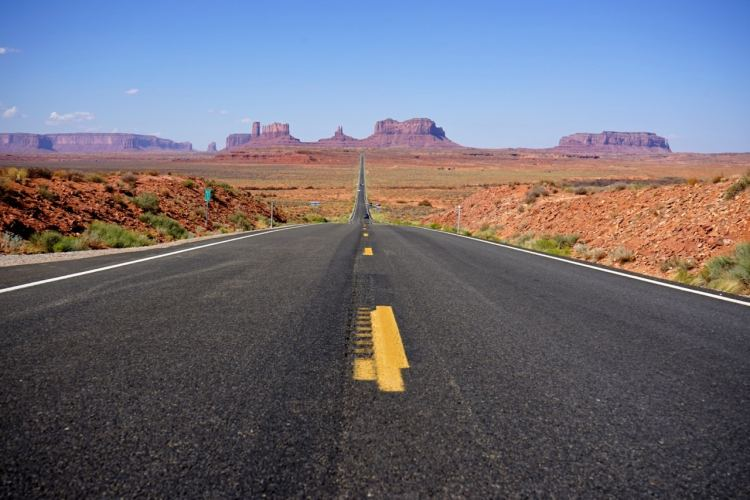 monument-valley-famous-road