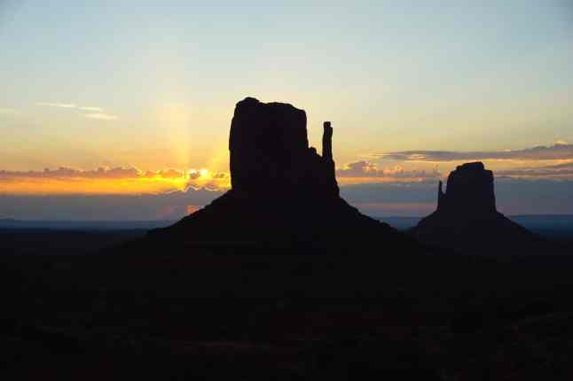 Monument valley, sunrise